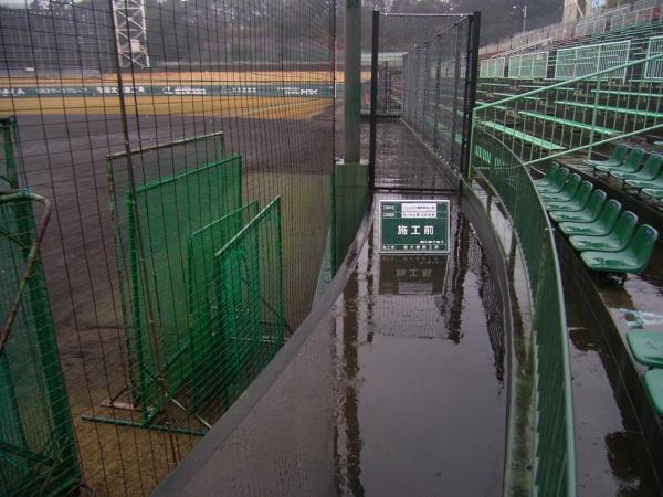 浜松球場・バックネット裏高圧洗浄施工前 038