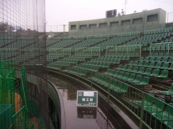 浜松球場・バックネット裏高圧洗浄施工前036
